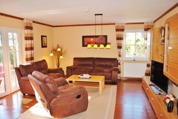 großzügiger Wohnraum mit großer Sonnenterrasse