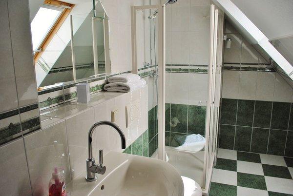 2. Bad im Dachgeschoss mit Dusche
