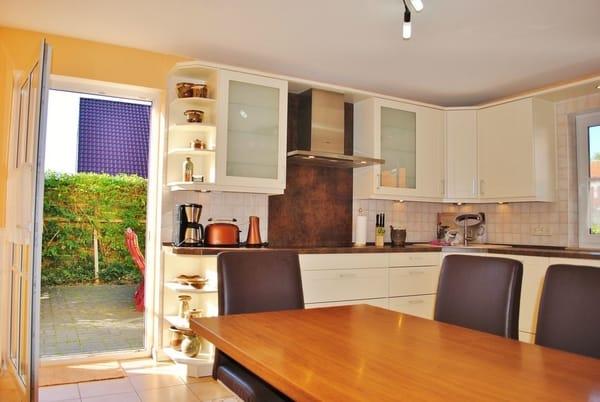hochwertige große Küche mit 25 m² Terrasse