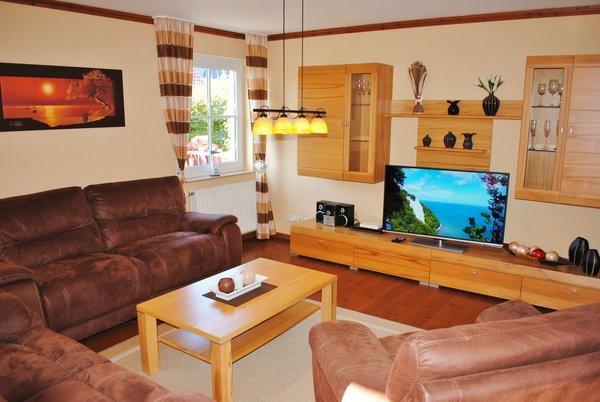 Wohnraum mit großen LCD-TV, W-LAN und mit 30 m² Terrasse mit Grill