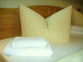 Bettwäsche bezogen mit Handtüchern