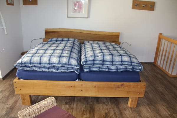 Doppelbett aus massiver Eiche