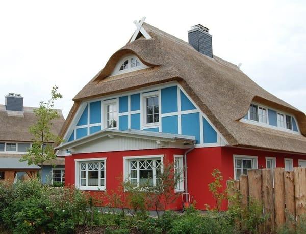 Exklusives Haus mit autom. Be- u. Entlüftung in allen Räumen, Elektr. Außenrolläden im EG, Insektenschutzgitter, Fußbodenheizung