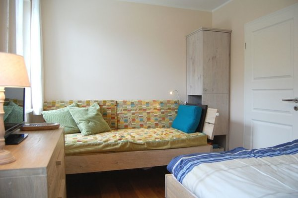 Einzelbett (90x190 cm) als Sofa nutzbar