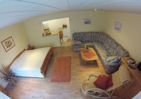 Studio mit Doppelbett und Schlafcouch - Gesamtansicht