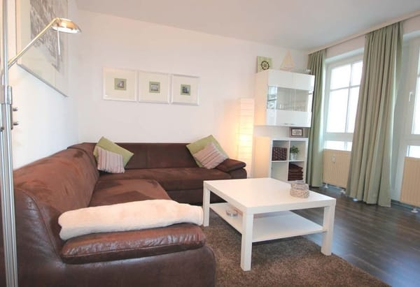 ein Wohnraum mit einer gemütlichen Sitzecke zum Ausziehen möglich.