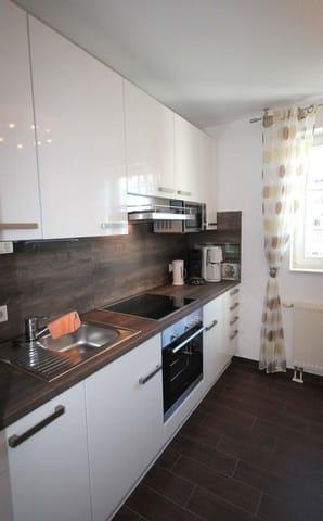 In der separaten Küche finden Sie einen Backofen, Cerankochfeld, Mikrowelle, Geschirrspüler, Kühlschrank sowie weitere kleinere Elektrogeräte.