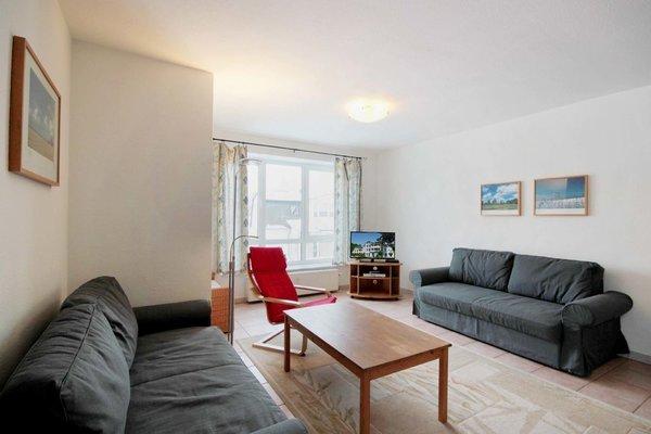 Die Wohnung verfügt über einen Wohnraum mit ausziehbarer Doppelschlafcouch.