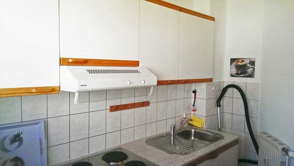 separate Küche mit Kühlschrank, Toaster, ...