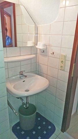 und Waschbecken