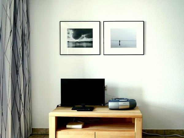 Wohnraum mit ausziehbarem Schlafsofa (s.o.) Richtung TV