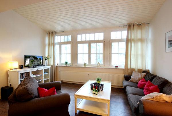 Die 2-Raum Nichtraucher-Ferienwohnung 38RB5 hat eine Größe von ca. 62 qm und ist für max. 2 Erwachsene und 1 Kleinkind eingerichtet. Sie befindet sich im 1. Obergeschoss und verfügt über einen Balkon.