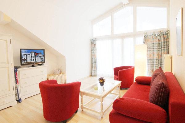 Die Ferienwohnung 31RB2 befindet sich im 2.OG. des Hauses. Sie hat einen großen sonnigen Süd-Balkon und einen Ostbalkon mit seitlichem Meerblick.