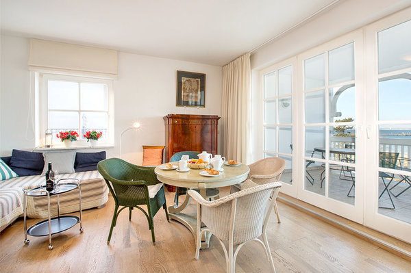 Genießen Sie auch vom Wohnzimmer aus den Blick auf das Meer.