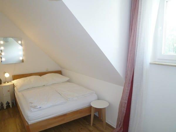 2. Schlafzimmer mit weiterem Bett (Breite 1,40 m).