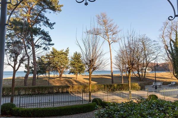 ... und die 1A-Lage direkt am Strand! Von Mai bis September ist für Sie ein Strandkorb am Strand vor der Villa reserviert.