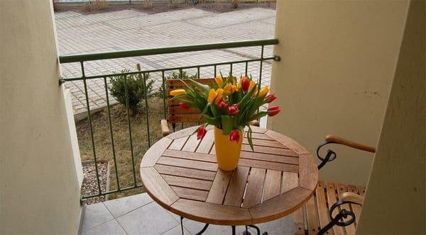 Zum Entspannen können Sie sich auf Ihren Balkon mit Südausrichtung zurückziehen und den Urlaubstag ausklingen lassen. Das Badezimmer ist mit Dusche und WC ausgestattet.