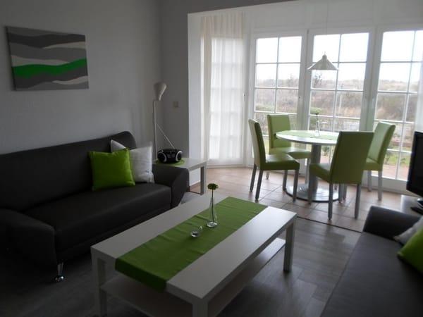 Wohnraum mit Essplatz im sonnigen Erker