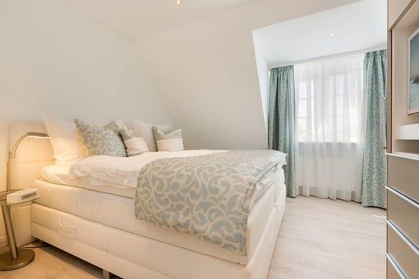 1. Schlafzimmer mit Boxspringbetten
