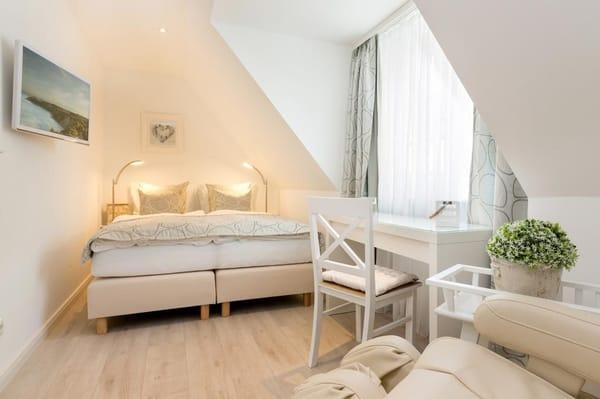 2. Schlafzimmer mit Boxspringbetten