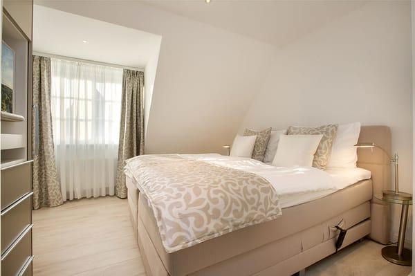 1. Schlafzimmer (elektrisch) im OG