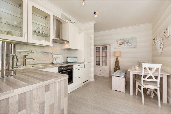 Küche u. a. mit Spülmaschine, Mikrowelle, Kaffeeautomat u.v.m.