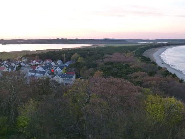 Blick vom Lotsenturm auf Haus und Umgebung