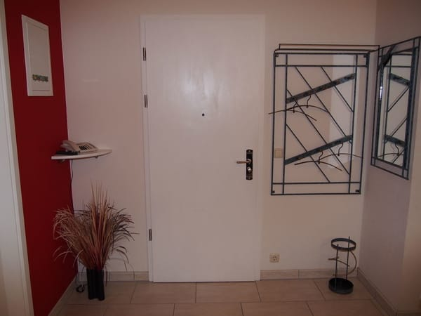 Eingangsbereich mit Telefon
