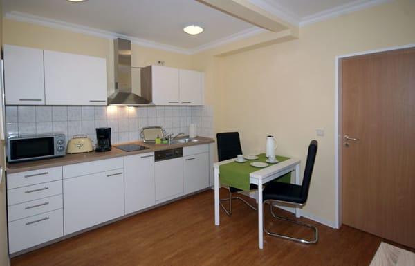 die Ess-Diele mit moderner Küchenzeile & Essplatz