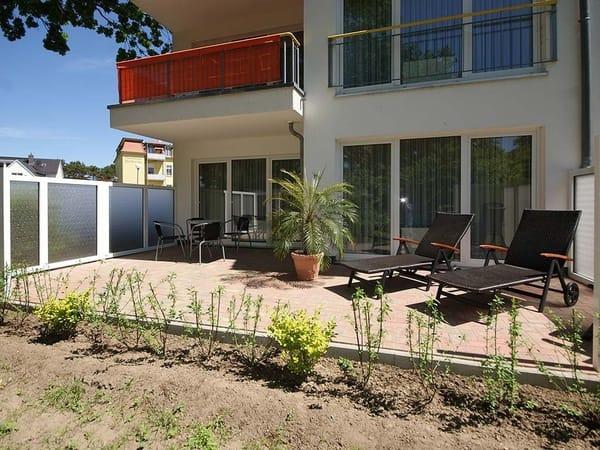 20m² große möblierte Terrasse inkl. Sonnenliegen