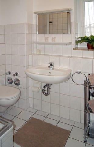 Bad mit DU/WC und Föhn