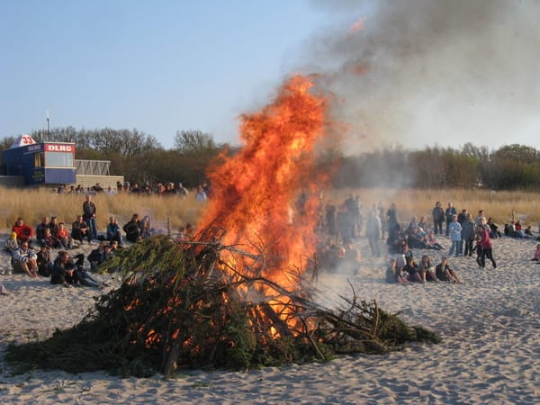 Osterfeuer am Strand