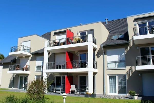 Oben, Mitte rechts sehen Sie den großen Balkon des 2-Zimmer-Appartements Strandläufer 47