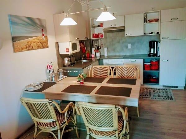 Eßplatz  Tisch 2x ausziehbar und 6 Sessel