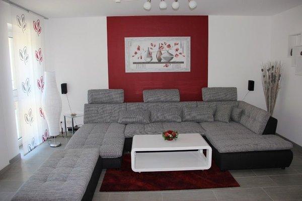 Marvelous Wohnzimmer Mit Schlafcouch Und Flachbild Fernseher 48 Zoll, DVD Blu Ray