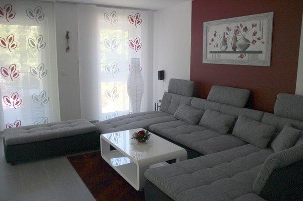 Amazing Wohnzimmer Mit Schlafcouch Und Flachbild Fernseher 48 Zoll, DVD Blu Ray