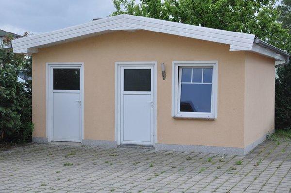 Fahrradgebäude - mit dem Haustürschlüssel schließbar.