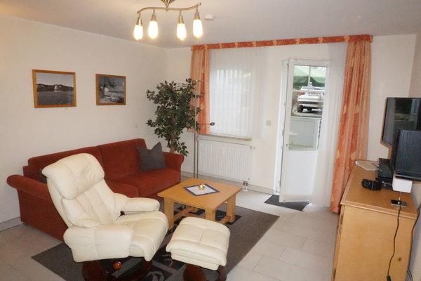 Sitzecke Wohnzimmer, Couch ist ausklappbar - Liegefläche 189 x 200 cm.
