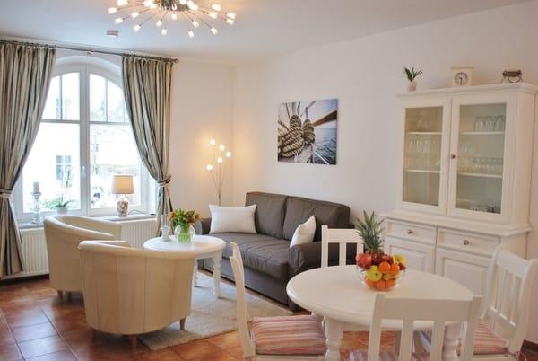 Wohnraum mit angenehmen Ambiente