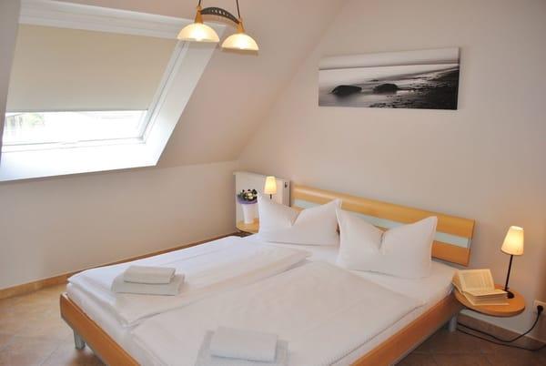 Doppelbett 1,80 breite, Fenster mit Verdunkelung