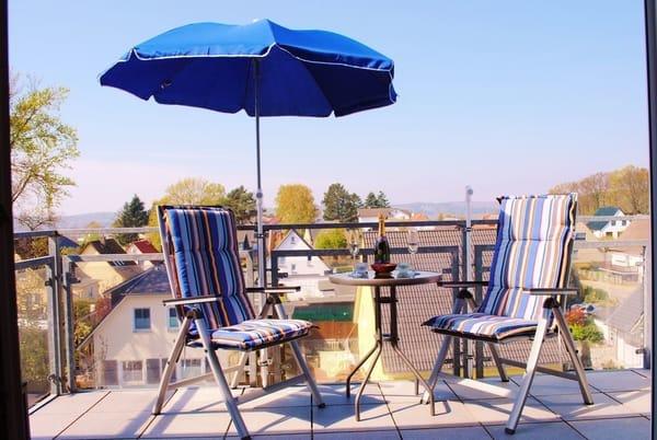 Terrasse vom Wohnraum mit Blick über die Dächer von Binz