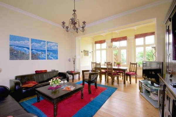 In unserem traumhaften Appartement im Gartenhaus der Villa Elisabeth residieren Sie auf 80 qm. Das großzügige Wohnzimmer (30 qm) mit Relaxecke, ...