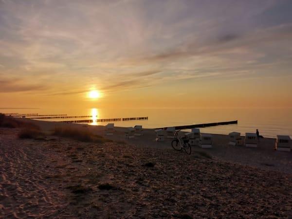 Ein romantischer Sonnenuntergang lädt zum Träumen ein
