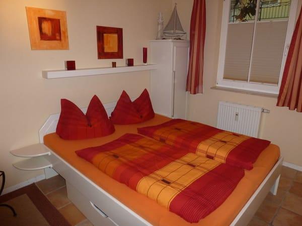 Schlafzimmer mit 1,60 m * 2,00 m Betten
