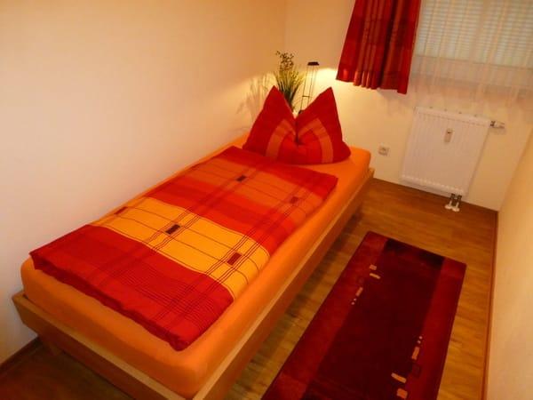 Gästezimmer mit 0,90m * 2,00m Einzelbett