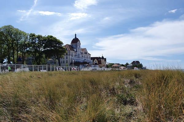 Haus Meeresblick vom Strand gesehen
