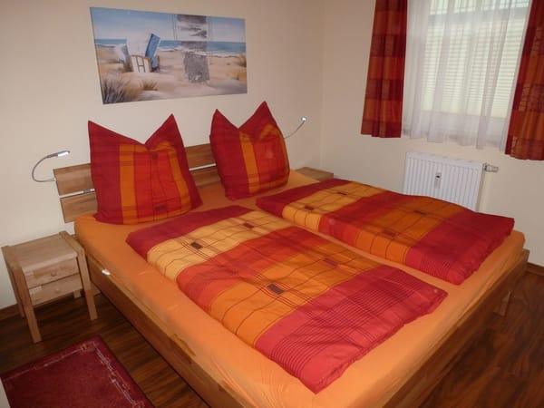 1,80m Doppelbetten mit Komforthöhe im Schlafzimmer