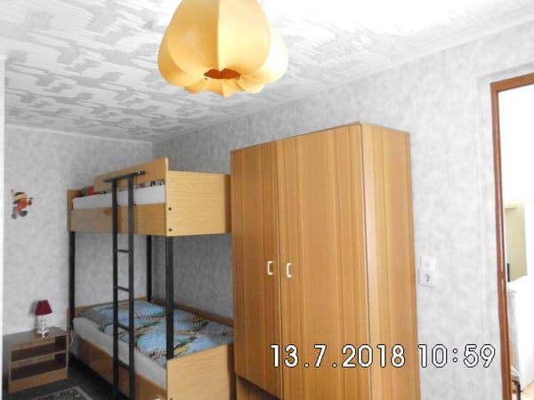 Doppelstockbett für Kinder im Schlafraum