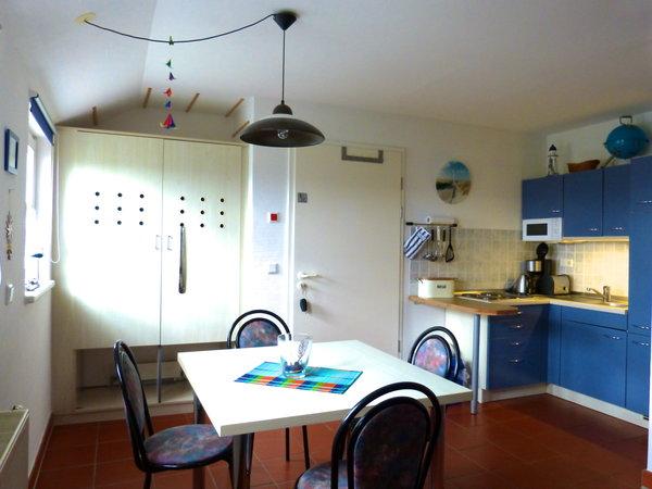 Blick in den Küchen- und Essbereich