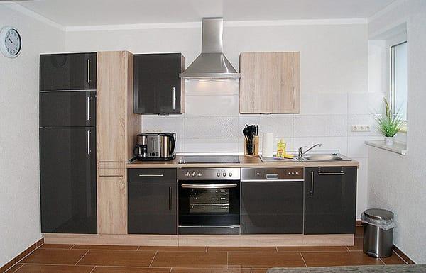 die integrierte Küchenzeile im Wohnzimmer